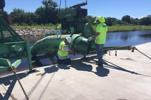 photo of temporary pump being installed at Lakeside Ranch STA
