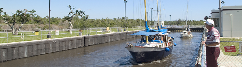 boats going through St. Lucie lock