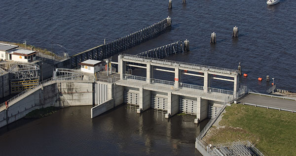 lake okeechobee lock